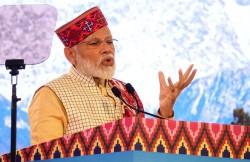印度遭降評至負面 他卻狂讚 「莫迪是最棒領導人」