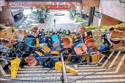 警民衝突惡化 中國學生撤離香港