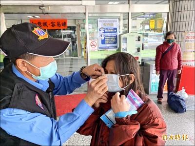 全國首先實施 彰縣醫院全面強制戴口罩