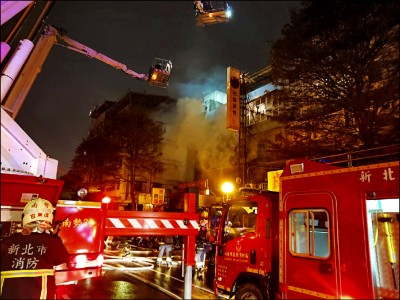 兒潑汽油縱火 燒死63歲母