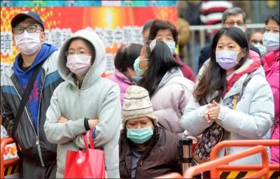武漢肺炎》專家:口罩需天天換 不得已才噴酒精再使用