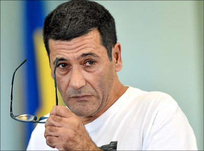 中英對照讀新聞》Fraudsters get hefty prison terms for impersonating French minister 詐欺犯因冒充法國部長詐騙被重判