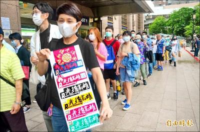 北車外發民主黃絲帶》罷韓團體籲北漂青年返鄉投票
