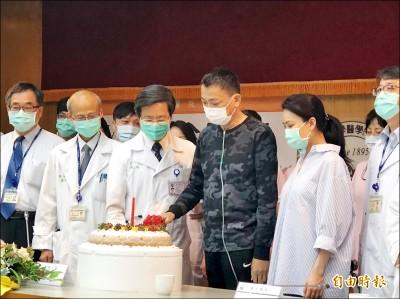 葉克膜搶救33天 哽咽出院謝醫護