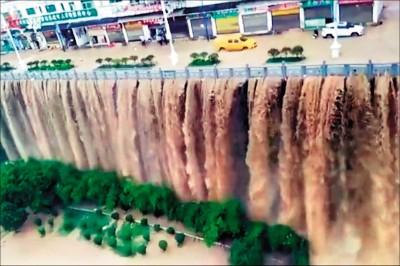 長江暴雨 城區水淹2層樓 專家警告三峽庫區居民快逃