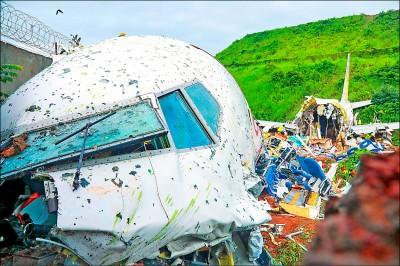 印度撤僑專機墜谷 18死172傷