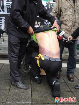 遍地開花》靜坐被打到送醫 7旬翁告馬、江殺人未遂
