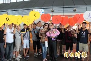 高鐵台南站上演求婚記 金俊庭抱得美人歸