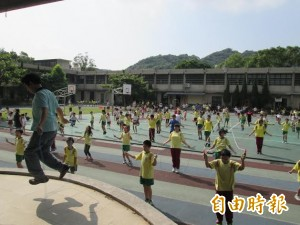 國民體育日 中湖國小249名師生齊跳繩