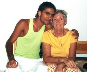 70歲嫁21歲閃婚又離婚 英婦堅信是真愛