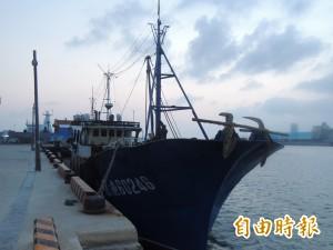 不滿海巡員登檢 中國漁船老大竟攻擊