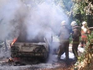 燒炭自殺引火警…車被燒個精光