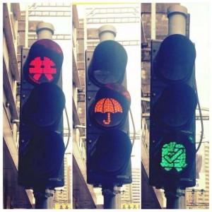 香港佔中裝置藝術 紅黃綠燈各有不同涵義