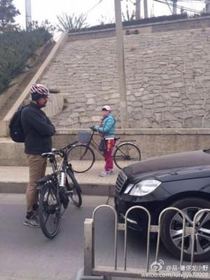 轎車開上單車道 外籍男子肉身勇擋