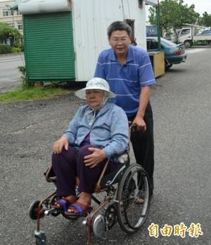 DIY發明復健輪椅 東檢書記官吳昆益拿獎