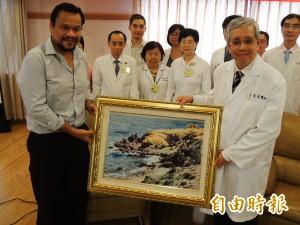 醫療外交成功 諾魯前總統高榮開眼科手術