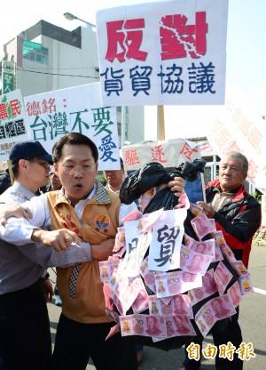 陳德銘訪慈濟 台聯、法輪功抗議