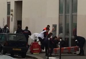 武裝份子闖入 法國雜誌總部遭槍擊11死