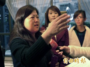 外界群起撻伐  抗議聯開宅女房仲:願和市府辯論