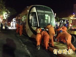 第8輛輕軌列車運抵高雄 下月全員到齊!