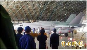 空軍也爆違紀拍照!F-18機棚內清晰照PO網