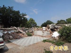 夷為平地!竹市忠貞新村寡婦樓牆面被拆除