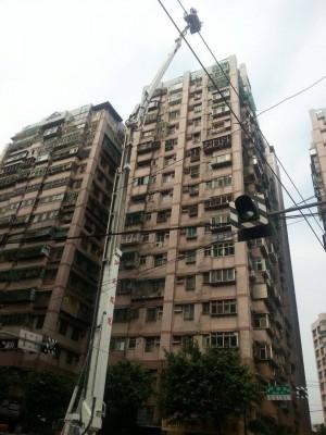 女子衝到16樓企圖輕生 全國最高火鳳凰救人