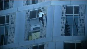 徒手攀杜拜307公尺摩天樓 法蜘蛛人再添紀錄