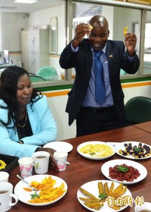 芒果、鳳梨乾真好吃 史瓦濟蘭農業部長說讚