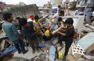 尼泊爾強震罹難人數劇增 已知876人死亡