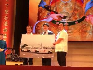 松山慈惠堂晚間捐贈北市消防局3輛高頂救護車及5千台火災警報器