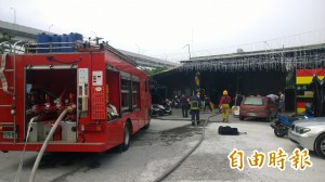 南港洗車場火警 差點燒到百萬名車