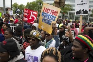 員工憤怒「路過」麥當勞總部 要求提高時薪