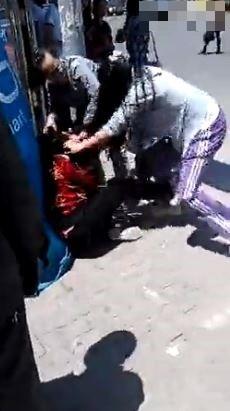 「就要她死!」 中國女子當街狂打母親