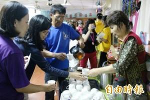 內興社區一日農夫 推待用咖啡傳遞愛心