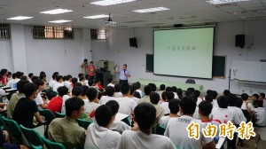 反黑箱課綱增至221校 行動聯盟聲援武陵學生