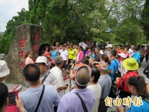 觀光客擠爆台灣景點 政院擬限1年1000萬人次來台