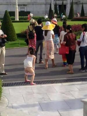 中國女童在曼谷景點公然小便 引爆泰國人怒火