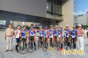 資助清寒學生 企業團體以自行車環島送善款