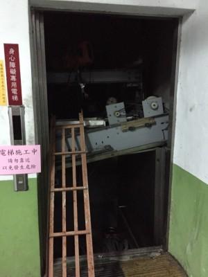 電梯鋼索突斷裂 維修工跌落6層樓