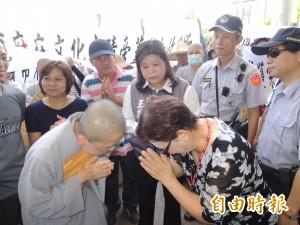 法師誦大悲咒 抗議動物收容所設在寺旁