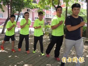 歡度暑假 四男大生路跑環台一個月
