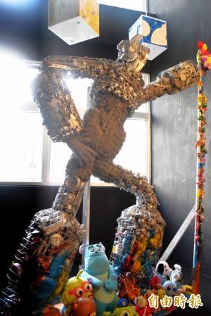 廢玩具打造無敵鐵金剛 府中15動畫館亮相