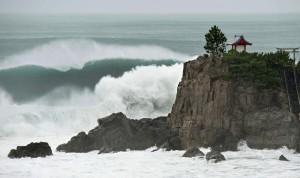 南卡颱風襲日 福島輻射污水沖進大海