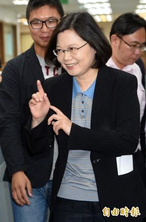TVBS民調:蔡英文支持度42%、洪秀柱30%