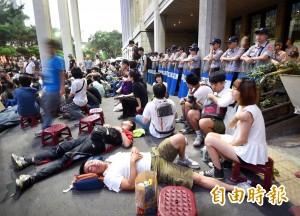 歷史教師深根聯盟:反黑箱課綱高中生是台灣希望