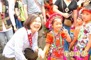 蔡英文參加太巴塱豐年祭 族人高呼「總統好」!(影音)