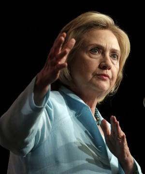 希拉蕊電郵風暴 美國務院:60多封機密