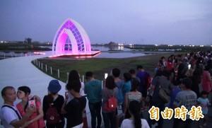 台南北門水晶教堂超人氣 地方建議開燈2小時