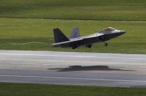 美派F-22猛禽戰機 協助歐洲盟友對抗「戰鬥民族」